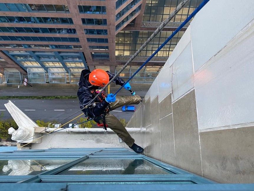 building facade cleaning vancouver